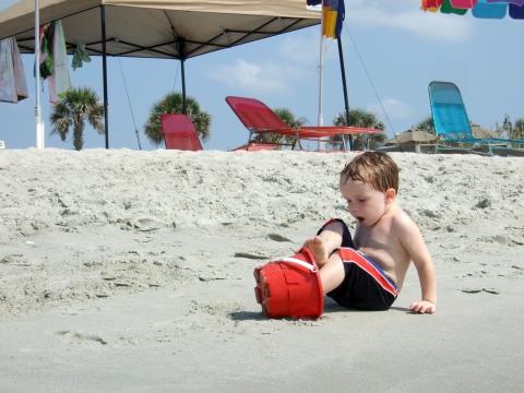 beach-sawyer-bucket-feet